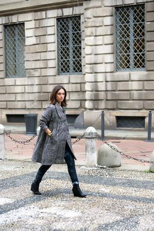 black rose a pois coat - black Zara jeans - black H&M wedges