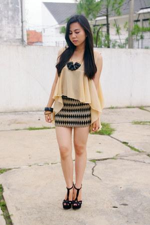 nude Mavrica top - black unbrandded skirt - black Gaudi necklace