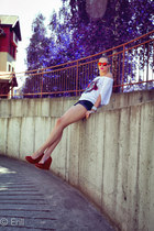 navy Primark shorts - white GAVEL top - red noname wedges