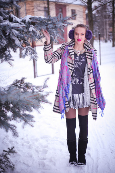 nude Mohito coat - amethyst scarf - silver Only skirt - navy Bershka top