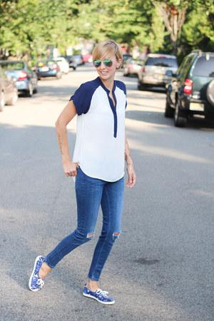 Zara jeans - Bellatrix top - H&M sneakers