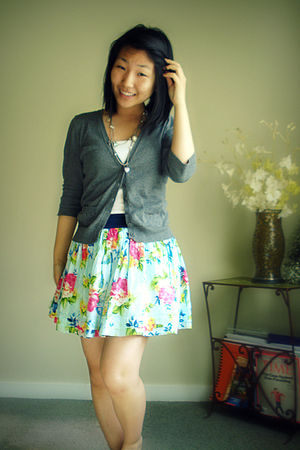 blue abercrombie and fitch skirt - gray papaya cardigan - gray Buckle necklace