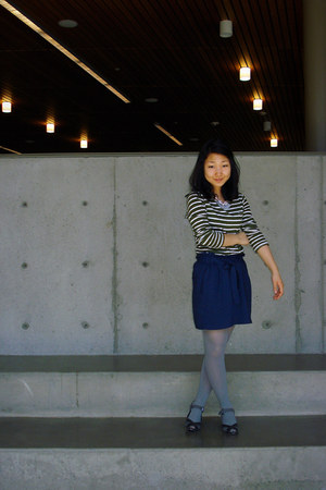 navy skirt - dark gray shoes - army green Gap shirt