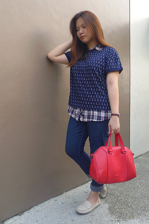 red bag - shirt - off white loafers - navy t-shirt