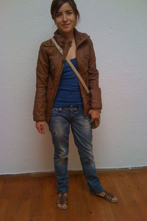 brown Zara jacket - blue abercrombie and fitch top - blue Guess jeans - brown xh