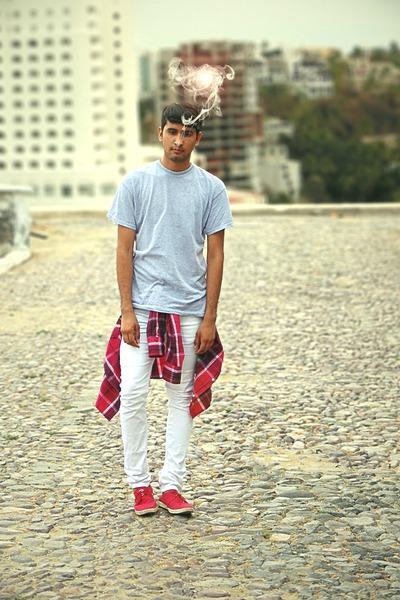 white denim DKNY jeans jeans - periwinkle algodon calvin klein shirt