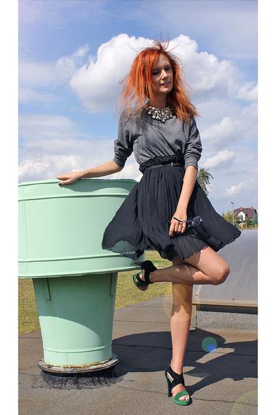 black Stradivarius heels - heather gray H&M sweatshirt - black H&M necklace