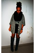 gray cotton Stradivarius cardigan - dark gray leather Zara boots