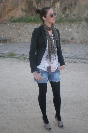 Beshka blazer - Bershka t-shirt - Bershka shoes - Bershka accessories - Bershka 