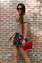 red Massimo Dutti bag - Zara shorts - beige Brownie t-shirt