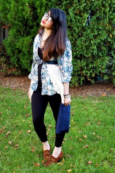 navy vintage belt - tawny Kimchi Blue shoes - navy floral vintage blouse