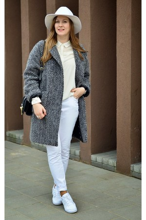 white nike sneakers - ivory H&M hat - black Zara bag - white Stradivarius blouse