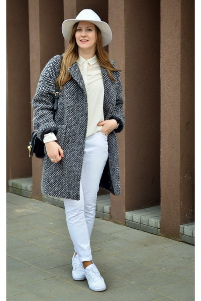 white nike sneakers - ivory H&M hat - black Zara bag - white Stradivarius blouse