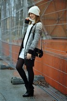 white New Yorker hat - black reserved boots - black lindex sweater