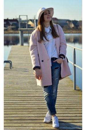 white H&M hat - light pink reserved coat - navy Stradivarius jeans