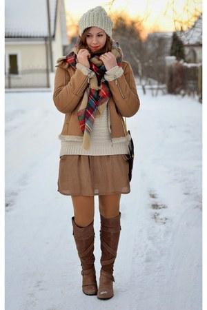 tan Zara dress - tan Zara scarf - crimson Zara bag