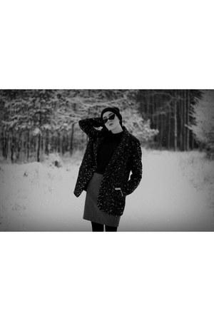 black leather Deichmann boots - dark brown leopard print BonPrix coat