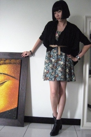 thrifted belt - Laura Dees for Topshop dress - pedder red