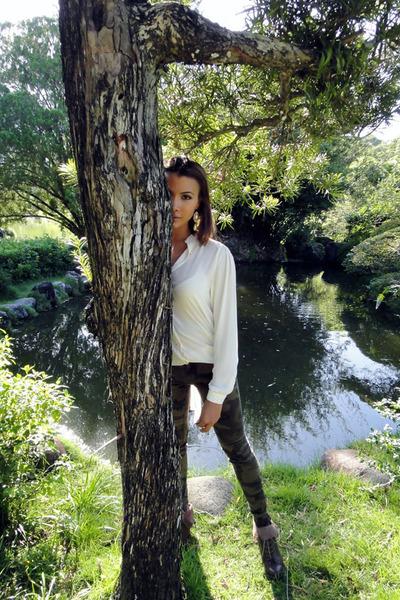dark brown wood Steve Madden boots - white silk Zara shirt