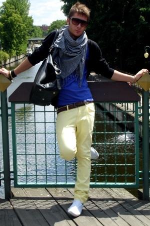 H&M purse - H&M scarf - Giorgio Armani belt - intimissimi t-shirt - Zara jeans -