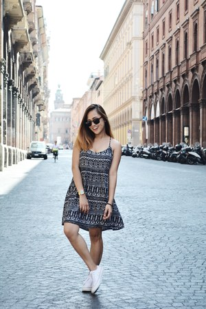 black H&M dress - black clubmaster ray-ban sunglasses