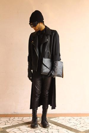 black 12 holes Dr Martens boots - black knit beanie Topman hat