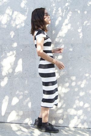 navy Zara dress - white Zara dress - black Dr Martens sneakers