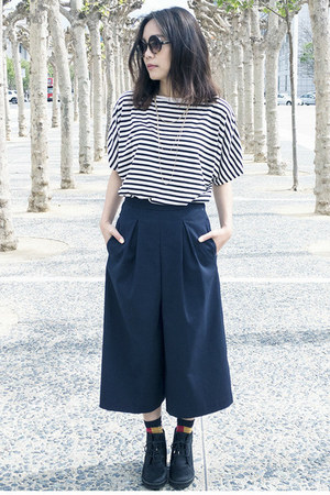 black Carvela boots - black Lowrys Farm top - navy Zara pants
