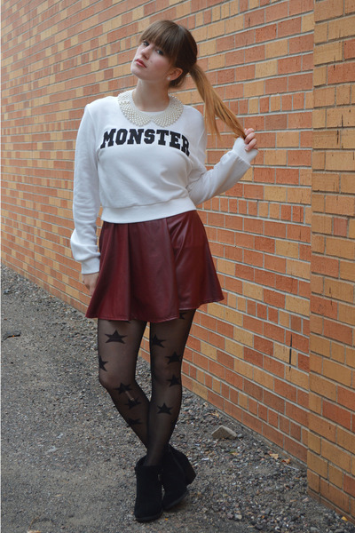 white Forever 21 sweatshirt - black boots - black star tights