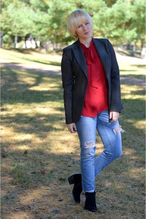 ruby red Forever 21 blouse - sky blue Aeropostale jeans - gray thrifted blazer