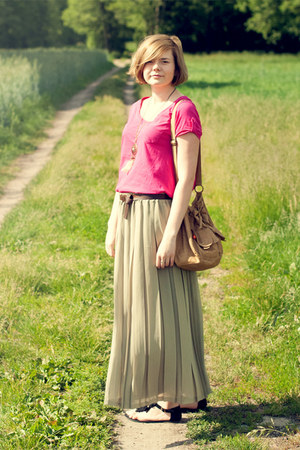 olive green SH skirt - hot pink KappAhl t-shirt