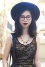 Black-nasty-gal-hat-black-akira-chicago-bag-black-topshop-shorts