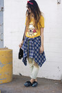 Yellow-romwecom-t-shirt-light-blue-unif-jeans-navy-goodwill-shirt