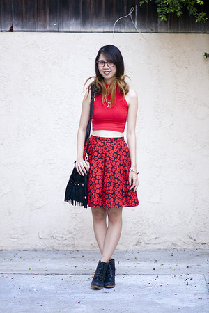 black vintage skirt - red American Apparel top - black Urban Outfitters wedges