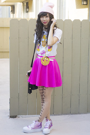 white Hot Topic shirt - bubble gum UNIF shoes - light pink Glitter Bandits hat