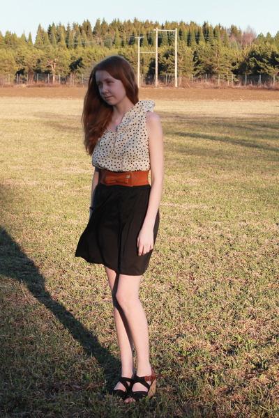 tawny leather belt - cream dress - black dress - bronze cork heels