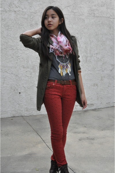 gray printed H&M top - dark brown laceup Forever 21 boots