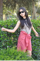 tan printed H&M top - black unknown sunglasses - ruby red H&M t-shirt