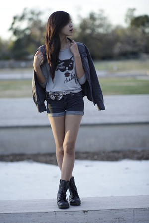 silver printed H&M t-shirt - black chic reward JCPenney boots