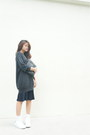 Navy-uniqlo-sweater-black-h-m-bag-navy-skirt