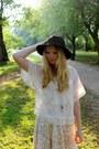 Black-fedora-primark-hat-cream-boho-primark-blouse-floral-promod-skirt