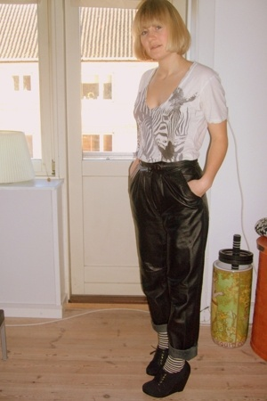 Urban Outfitters t-shirt - second hand pants - fakta socks - H&M shoes