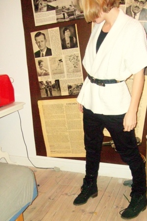 vintage sweater - Wolford intimate - Dr Denim pants - second hand boots - Grand