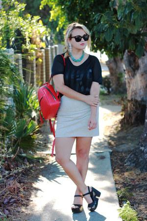 black mesh nike t-shirt - red backpack Zara bag