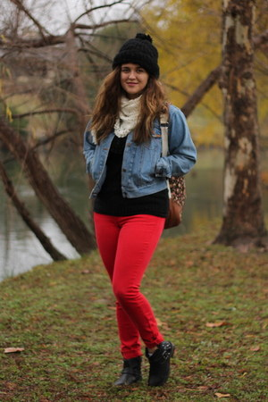 red skinny Old Navy jeans - black cozy Buffalo Exchange sweater