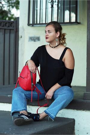 black Tobi top - sky blue cropped flare H&M jeans - red backpack Zara bag