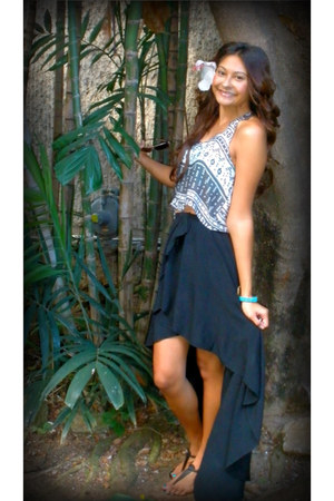 black high-low mullet brandy melville skirt - white brandy melville top