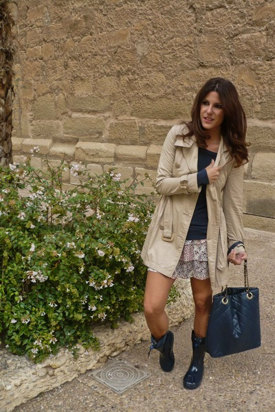 trench coat suiteblanco jacket - water boots gioseppo boots