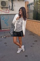 Dekuero Creaciones necklace - Converse sneakers - Zara t-shirt - Lefties skirt