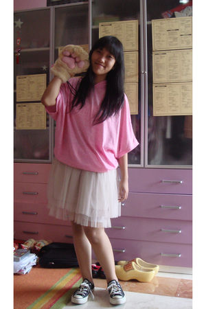 pink Buru blouse - beige Korean unknown brand skirt - black Converse shoes - bei